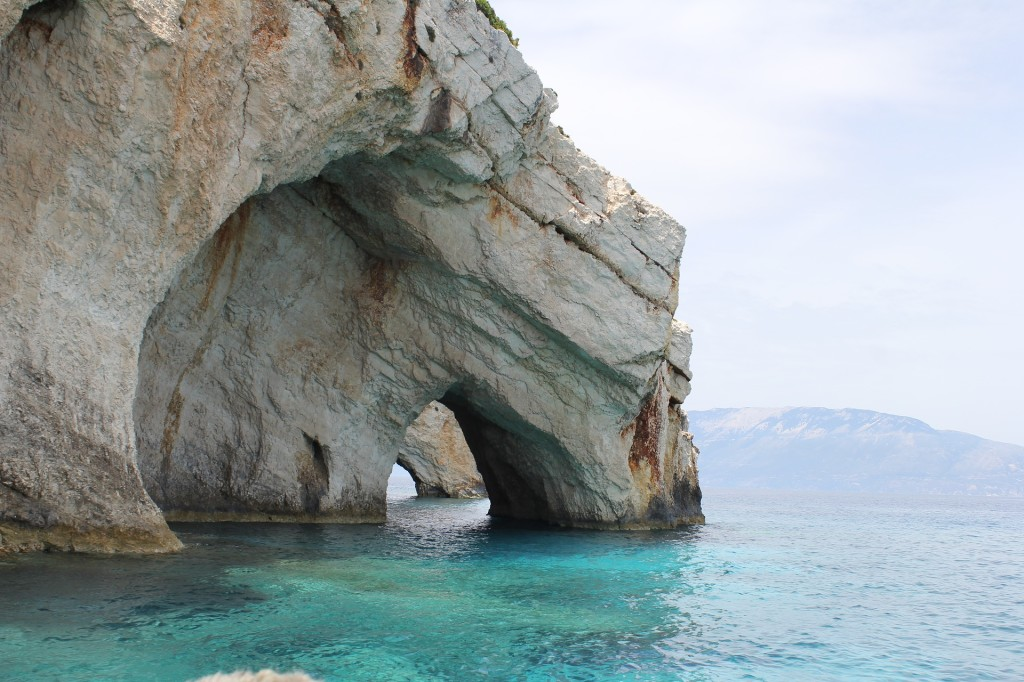 cave-on-the-water-2693637_1920